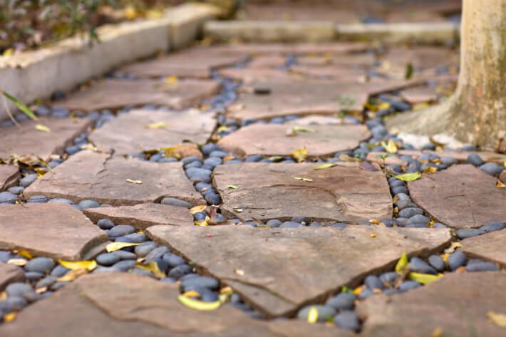 flagstone with river rock outline path