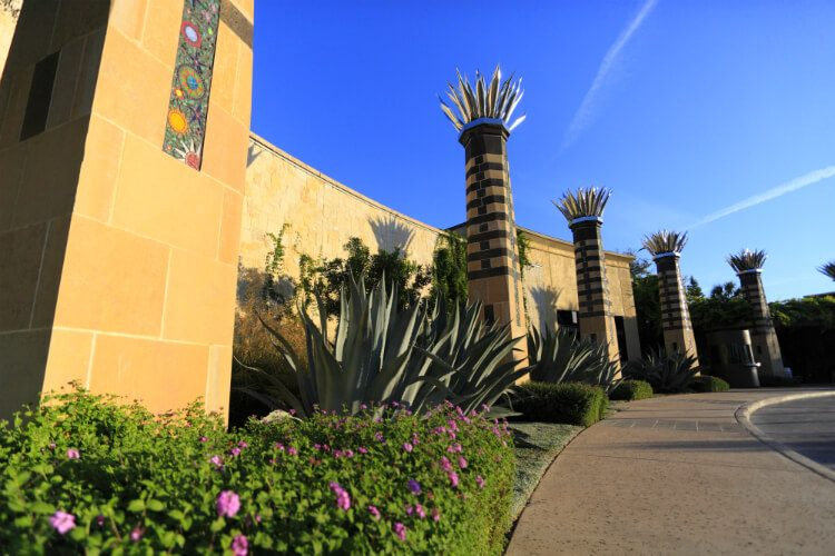 la cantera entrance agave plants and agave statues
